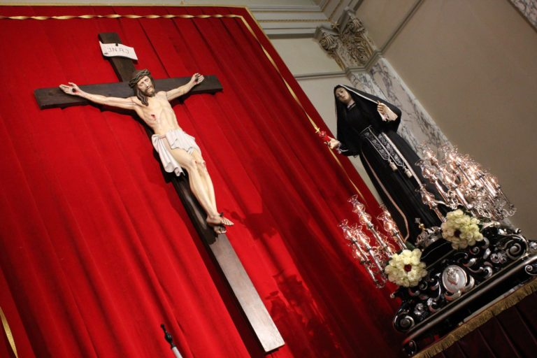 VIDEO: Quinta Domenica di Quaresima al Carmine. La Vergine Addolorata ai Piedi del Crocifisso